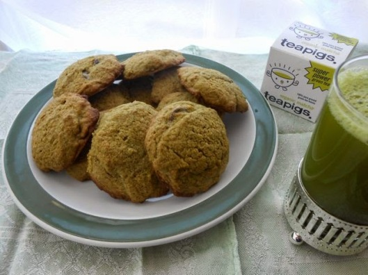 Matcha Cookies & Tea